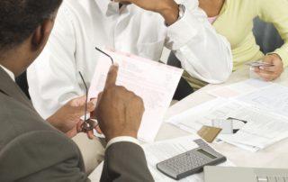 Talousvaikeudet aiheuttavat maksuongelmia ja luottotietohäiriöitä